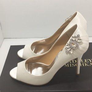 Badgley Mischka White Satin bridal Heels Pumps 7 M